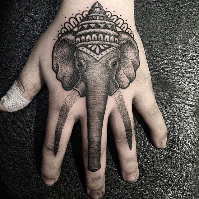 Татуировка в виде слона